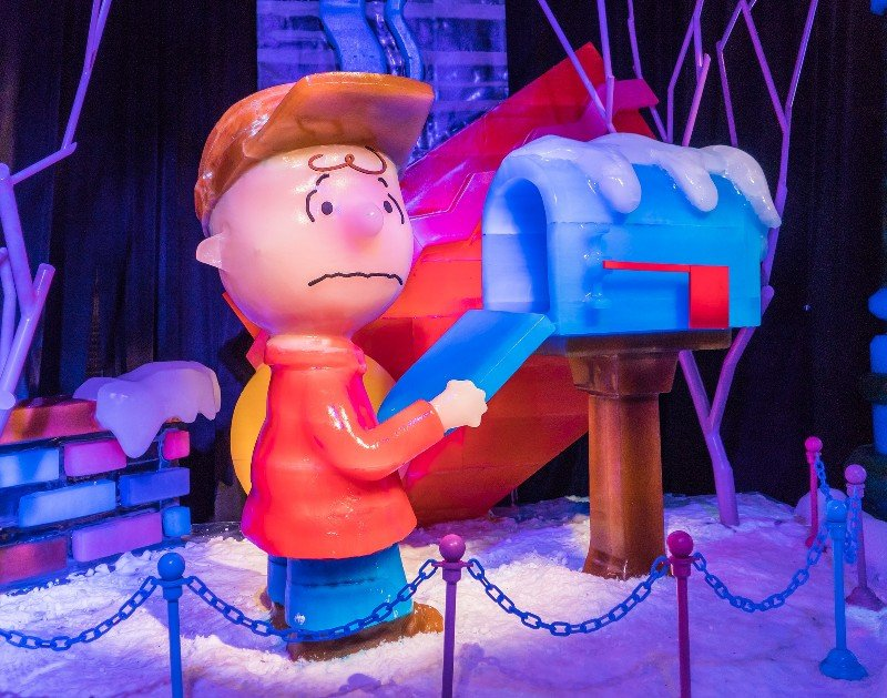 Charlie Brown at mailbox with disappointed expression